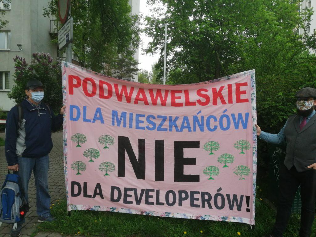 Mieszkańcy Podwawelskiego zapowiadają protesty